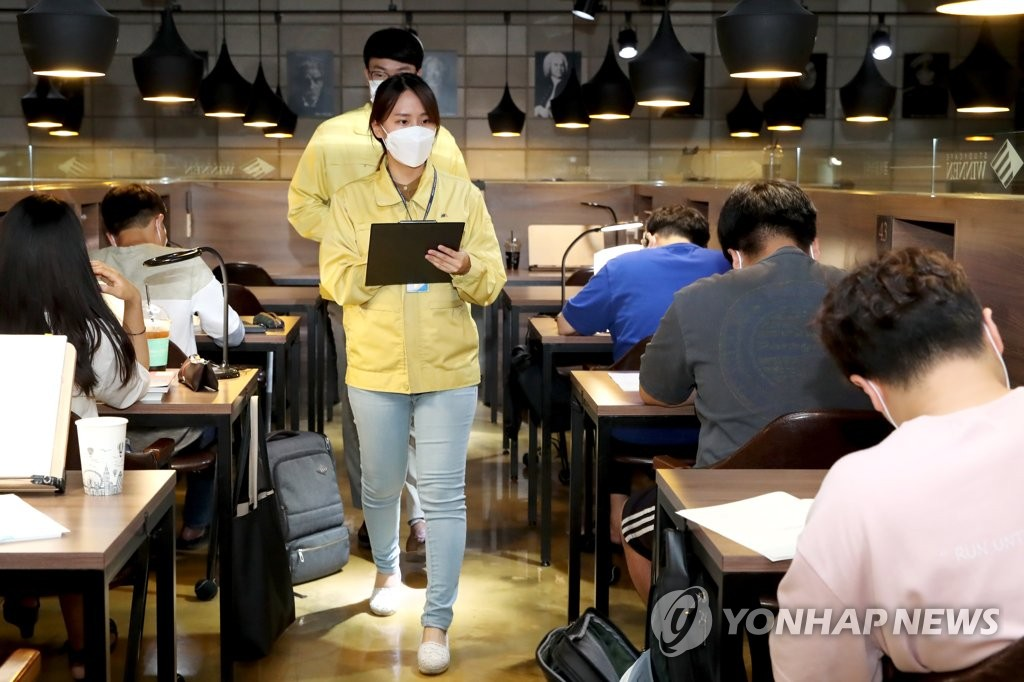 Officials from Seoul's eastern ward of Seongdong inspect a study cafe in the area on July 8, 2020, to check whether it abides by sanitary guidelines to prevent the spread of the new coronavirus, in this photo released by the district's office. (PHOTO NOT FOR SALE) (Yonhap)