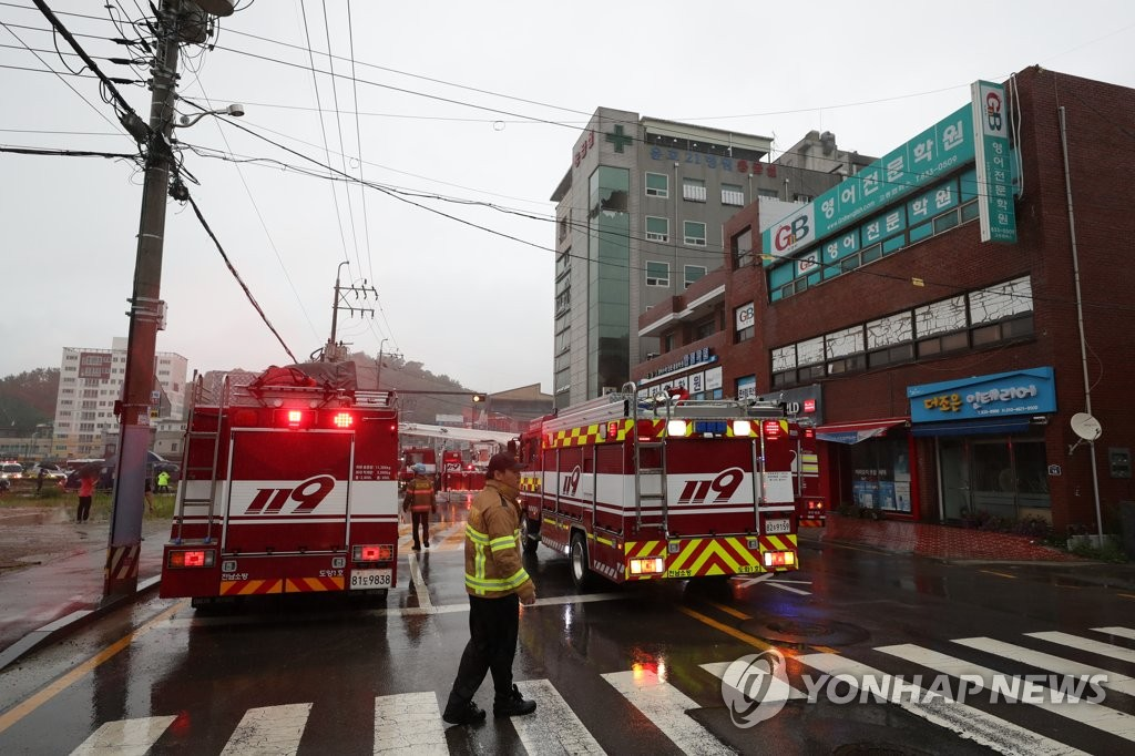 Fire officials and fire trucks are parked outside of a hospital in Goheung, 473 kilometers south of Seoul, where a deadly fire broke out on July 10, 2020. (Yonhap)