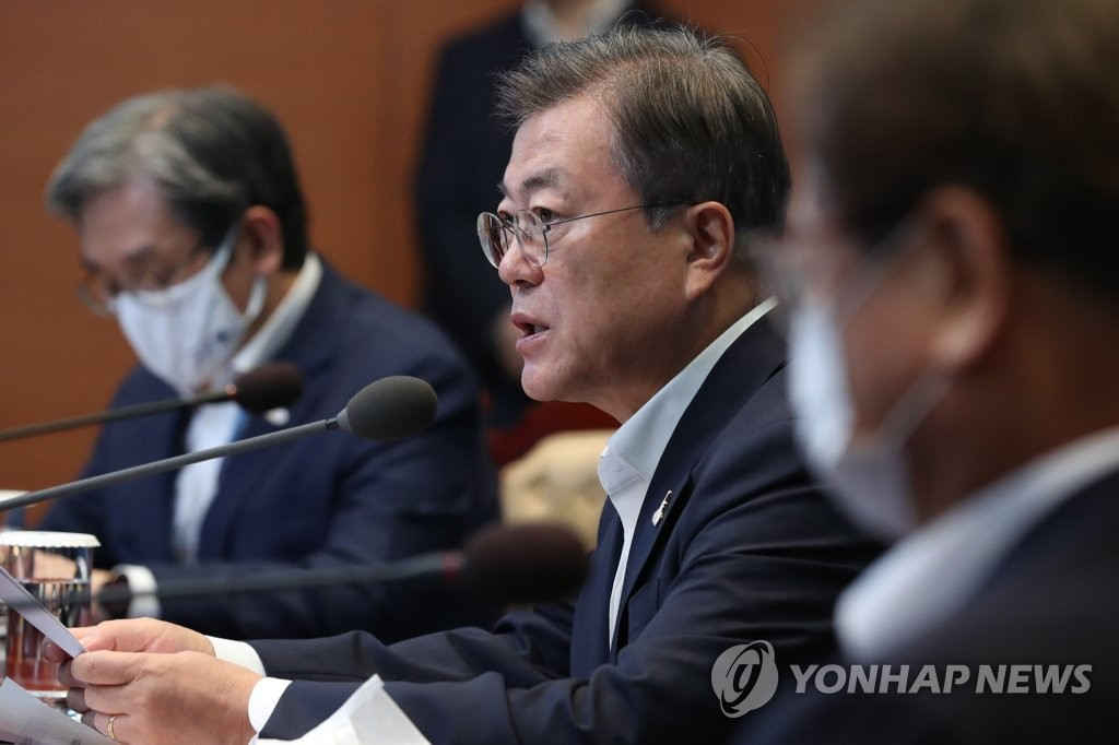 President Moon Jae-in speaks at a meeting with his senior secretaries at Cheong Wa Dae in Seoul on July 27, 2020. (Yonhap)