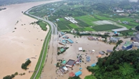 (LEAD) 30 killed, 6,000 displaced due to weeklong heavy downpours; further heavy rains in store on typhoon