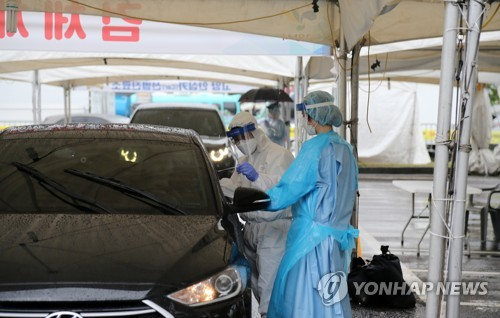 Citizens' cars line up for drive-through coronavirus tests