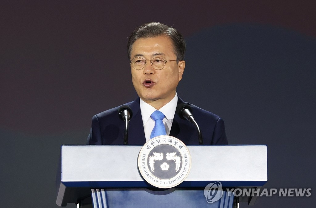 President Moon Jae-in delivers his Liberation Day speech during a national ceremony held at the Dongdaemun Design Plaza in Seoul on Aug. 15, 2020. (Yonhap)