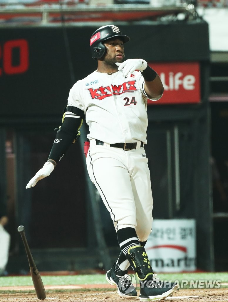 In this file photo from Aug. 24, 2020, Mel Rojas Jr. drops his bat after hitting a solo home run against the NC Dinos in the bottom of the fifth inning of a Korea Baseball Organization regular season game at KT Wiz Park in Suwon, 45 kilometers south of Seoul. (Yonhap)