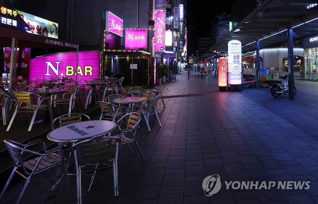 A street in Jongno, one of the busiest districts in Seoul, is mostly empty on Aug. 31, 2020, as South Korea has implemented strict social distancing measures to stem the spread of the new coronavirus. (Yonhap)