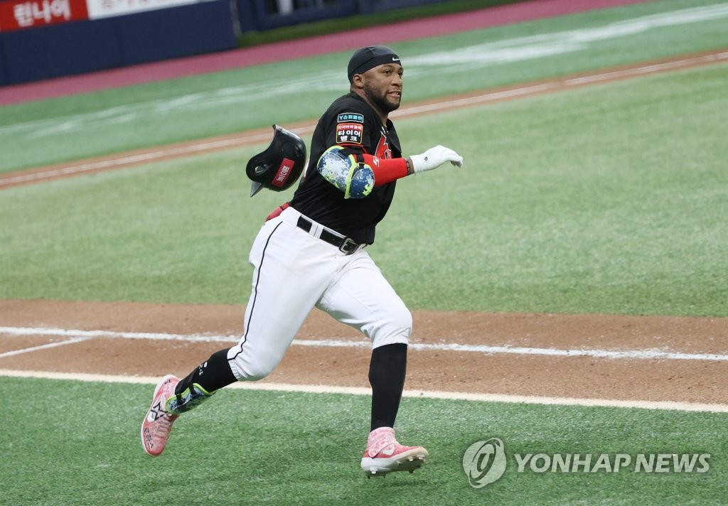 In this file photo from Sept. 6, 2020, Mel Rojas Jr. of the KT Wiz runs to first base after hitting a double against the Kiwoom Heroes in the top of the eighth inning of a Korea Baseball Organization regular season game at Gocheok Sky Dome in Seoul. (Yonhap)