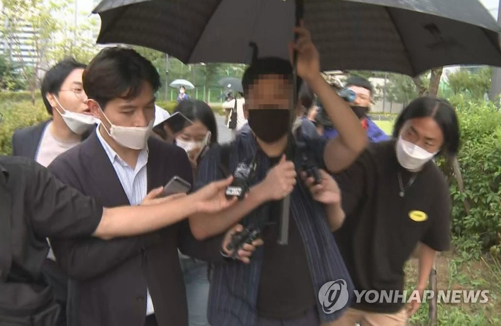 This image, provided by Yonhap News TV, shows a a former soldier leaving the Seoul Eastern District Prosecutors Office on Sept. 9, 2020, after being questioned about allegations that Justice Minister Choo Mi-ae's son received special favors during his military service in 2017. (PHOTO NOT FOR SALE) (Yonhap)