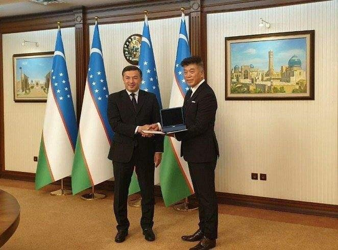 Uzbekistan honors S. Korean medical expert