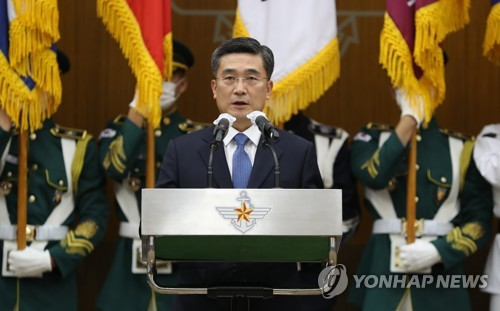 New defense chief inaugurated