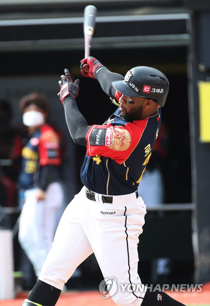 In this file photo from Oct. 4, 2020, Mel Rojas Jr. of the KT Wiz hits a solo home run against the LG Twins in the bottom of the first inning of a Korea Baseball Organization regular season game at KT Wiz Park in Suwon, 45 kilometers south of Seoul. (Yonhap)