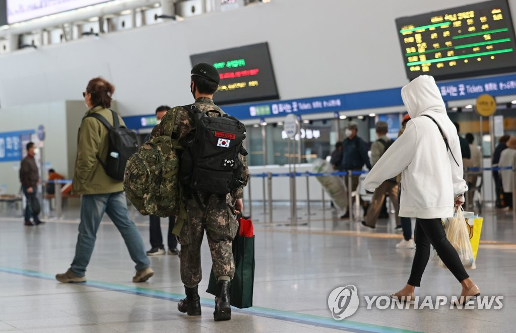 This file photo, taken Oct. 12, 2020, shows a service member at Seoul Station. (Yonhap)