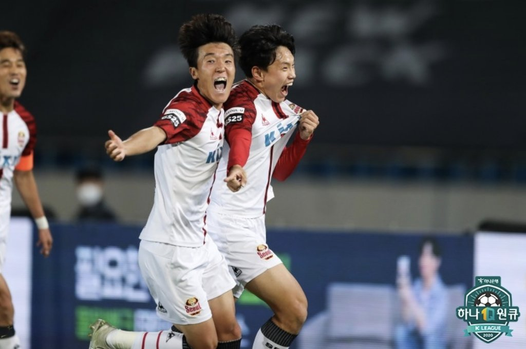 Cho Young-wook of FC Seoul (R) celebrates his goal against Seongnam FC during a K League 1 match at Tancheon Sports Complex in Seongnam, Gyeonggi Province, on Oct. 17, 2020, in this photo provided by the Korea Professional Football League. (Yonhap)