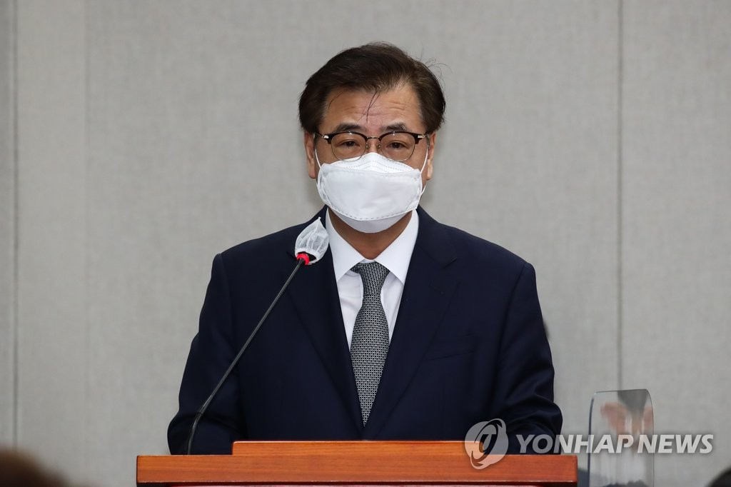 This file photo shows Suh Hoon, director of national security at Cheong Wa Dae, speaking at the National Assembly on Nov. 4, 2020. (Yonhap)