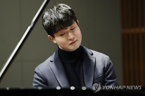 (LEAD) Award-winning pianist Sunwoo Yekwon returns with 'miraculous' album 'Mozart'