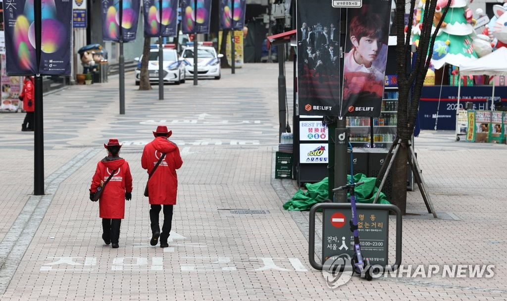 A street in Seoul's shopping district of Myeongdong appears quiet on Nov. 29, 2020. (Yonhap)