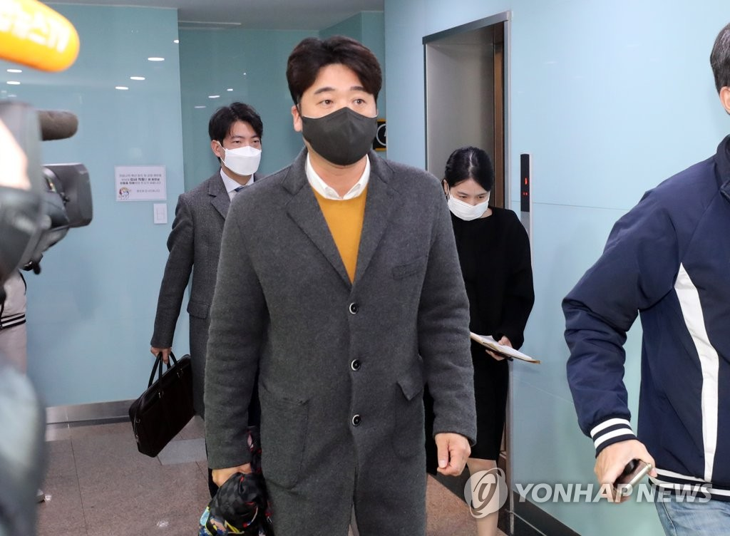Lee Taek-keun of the Kiwoom Heroes prepares to attend the disciplinary hearing over allegations of misconduct by the Heroes held at the Korea Baseball Organization headquarters in Seoul on Dec. 22, 2020. (Yonhap)