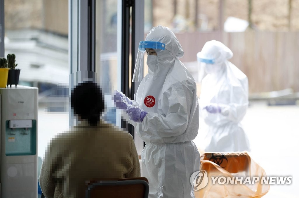 A medical worker collects a sample from a home-schooler at a religious educational facility in Gwangju, 329 kilometers south of Seoul, in this photo provided by the Gwangju Buk Ward Office on Jan. 26, 2021. (PHOTO NOT FOR SALE) (Yonhap)