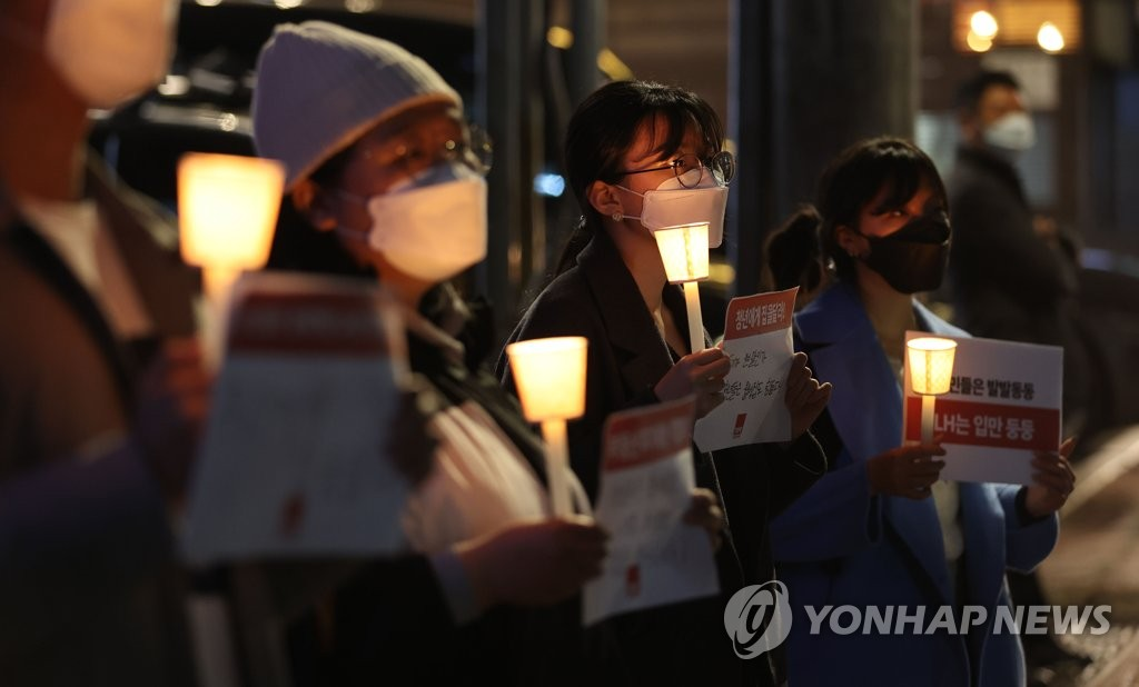 Activists hold a vigil calling for drastic measures in response to suspicious land deals involving employees of the state-run Korea Land and Housing Corp. (LH) outside its office in southern Seoul on March 15, 2021. (Yonhap)