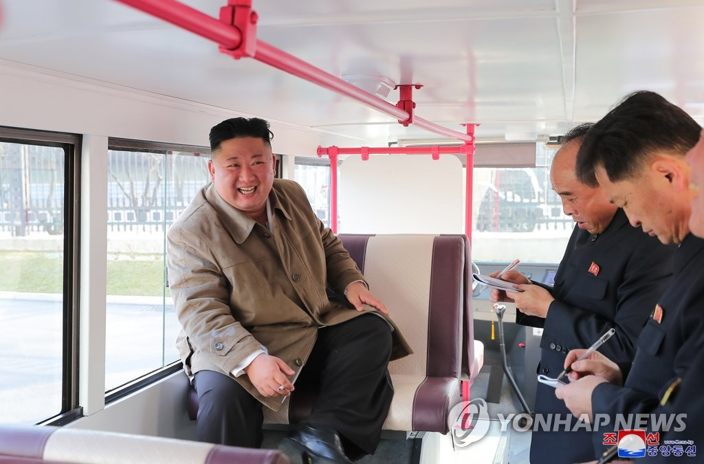 N.K. leader inspects trial version of passenger bus
