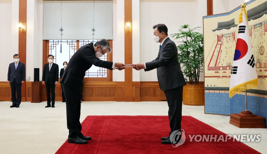 President Moon Jae-in (R) receives credentials from Japan's new ambassador to South Korea, Koichi Aiboshi, during a ceremony at Cheong Wa Dae in Seoul on April 14, 2021. (Yonhap)