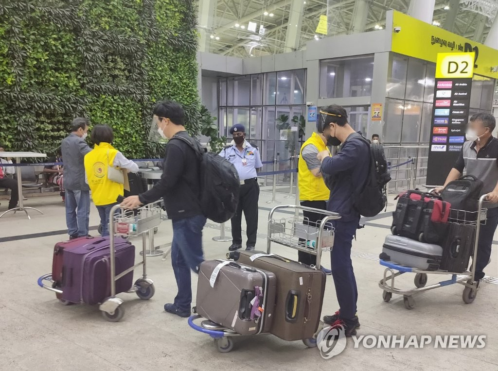 This photo provided by the Consulate General of South Korea in Chennai on May 3, 2021, shows South Korean citizens boarding a special flight to South Korea at Chennai International Airport in southern India. (PHOTO NOT FOR SALE) (Yonhap)