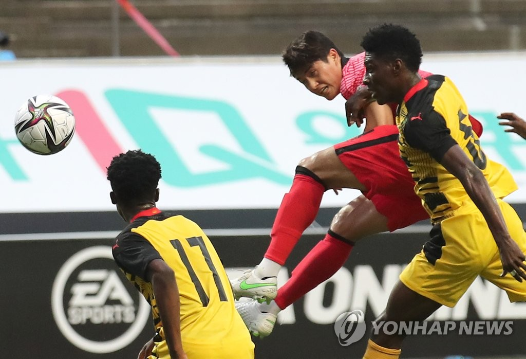 In this file photo from June 12, 2021, Lee Sang-min (C) of the South Korean men's Olympic football heads in a goal against Ghana in a friendly match at Jeju World Cup Stadium in Seogwipo, Jeju Island. (Yonhap)