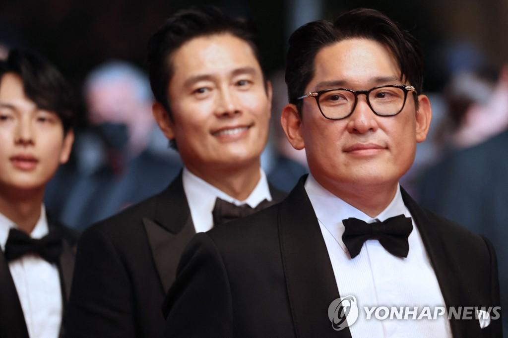 칸 영화제 초청작 상영 앞두고 극장 도착하는 한재림 감독