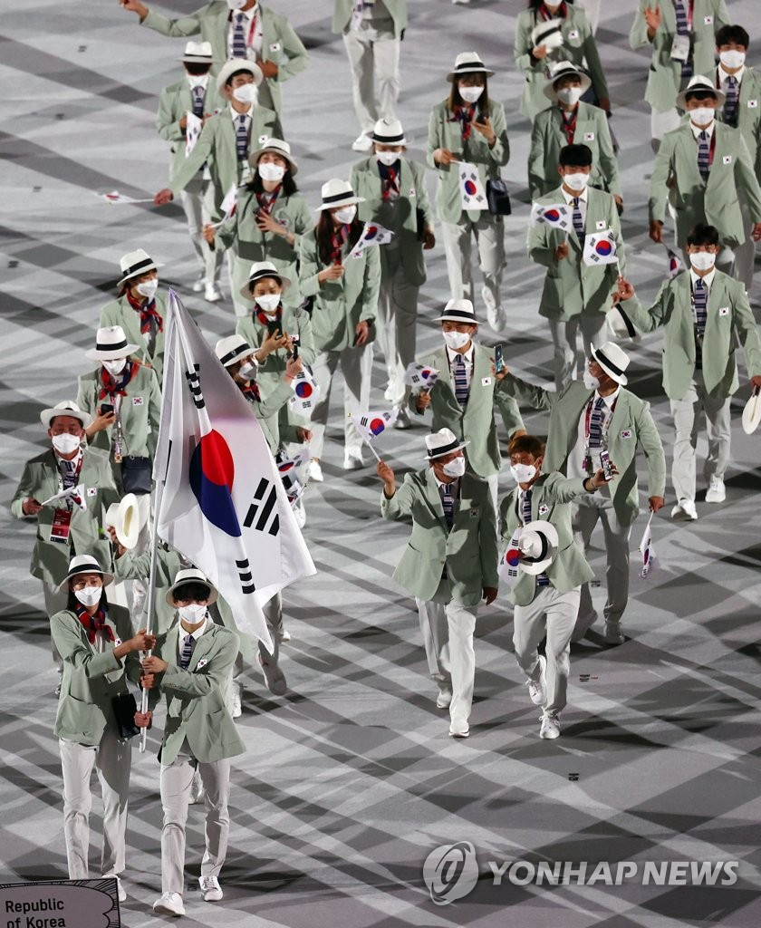 South Korean athletes march into the National Stadium in Tokyo during the opening ceremony for the Tokyo Olympics on July 23, 2021. (Yonhap)