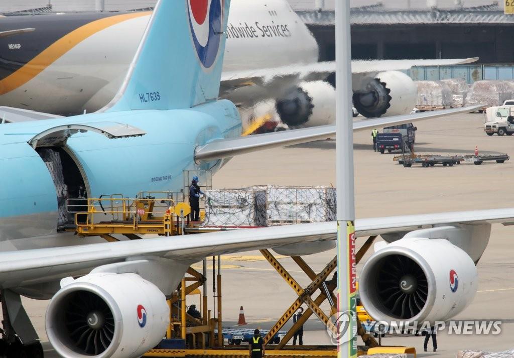 화이자 백신 160만회분, 인천공항 도착
