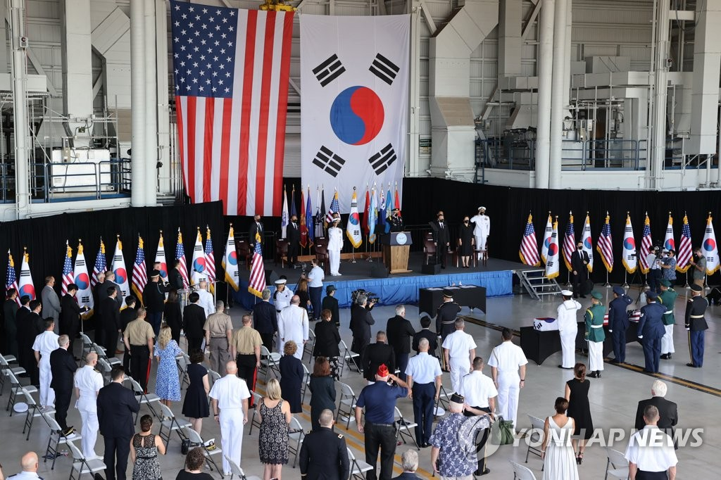 South Korean President Moon Jae-in attends a joint ceremony with the United States at Hickam Air Force Base in Hawaii on Sept. 22, 2021 to transfer the remains of Korean and American soldiers killed during the 1950-53 Korean War. (Yonhap)