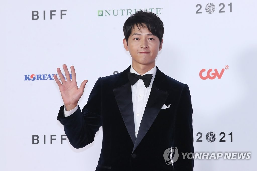 Korean actor Song Joong-ki poses during the opening ceremony of the 26th Busan International Film Festival in the southern port city of Busan on Oct. 6, 2021. (Yonhap)